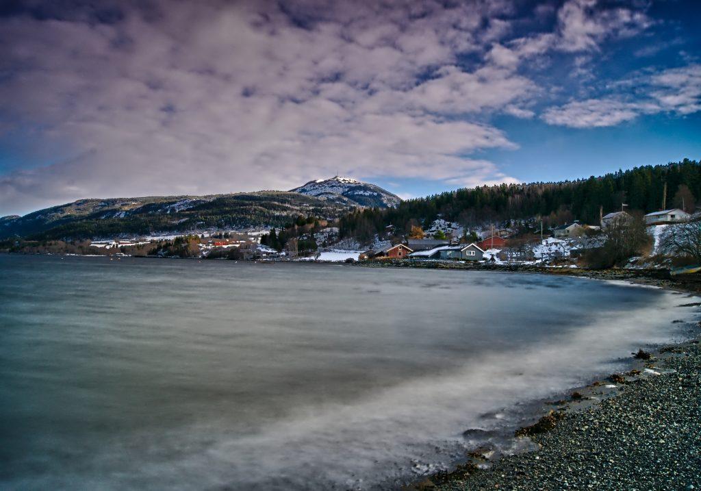Mit Kind im Rucksack Landschaft in Norwegen