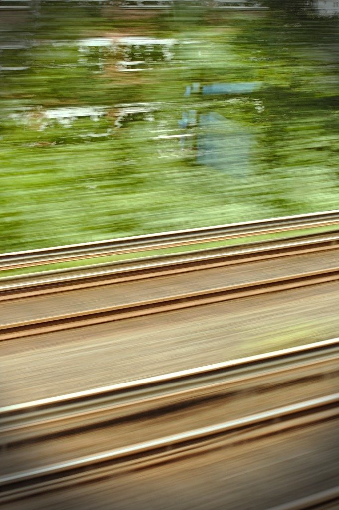 Interrail planen oder spontan, Blick aus einem fahrenden Zug