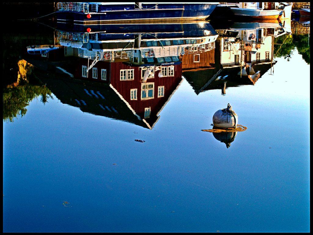 10 gute Gründe nach Norwegen zu reisen , Lofoten Spiegelung im Wassser