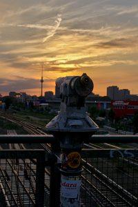 freundlich ist Berlin Friedrichshain Blick zum Fernsehturm