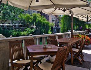Ljubljana Cafe ausblick über fluss, interrail routen