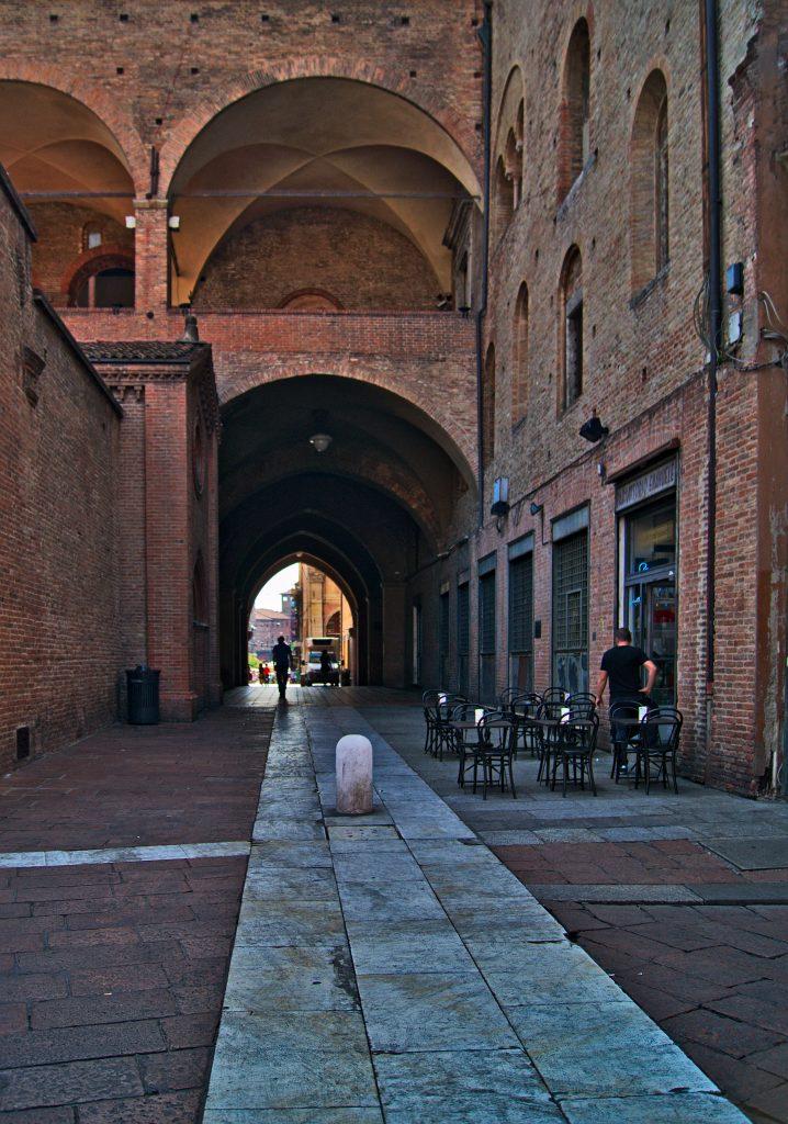 Bologna arkadengang Interrail von Slowenien nach Italien