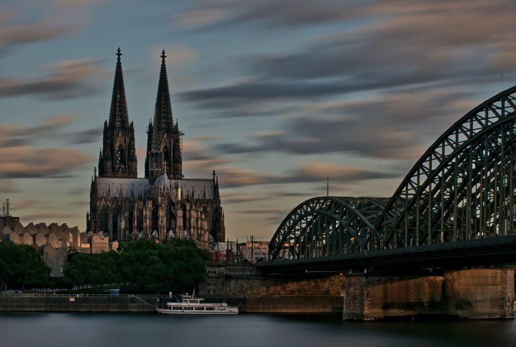 Kölner Dom und Hohenzollernbrücke Interrail Deutschland