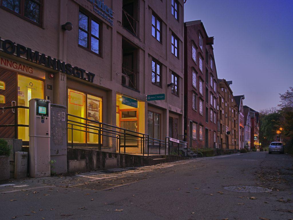 Strassenzug Trondheim einfuehrung in die Bildbearbeitung