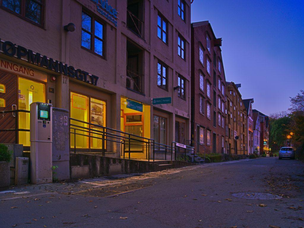 Strassenzug in Trondheim, Einführung in die Bildbearbeitung