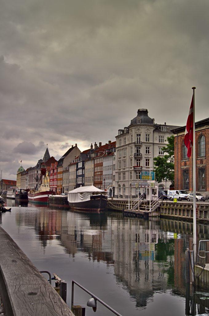 Kopenhagen nyhavn zug nach kopenhagen