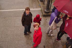 3 Menschen auf Foto Gruselkabinett der Bilder