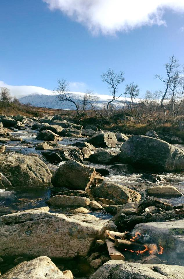 Stugudal Bergtouren mit Kindern Feuer im Wasser