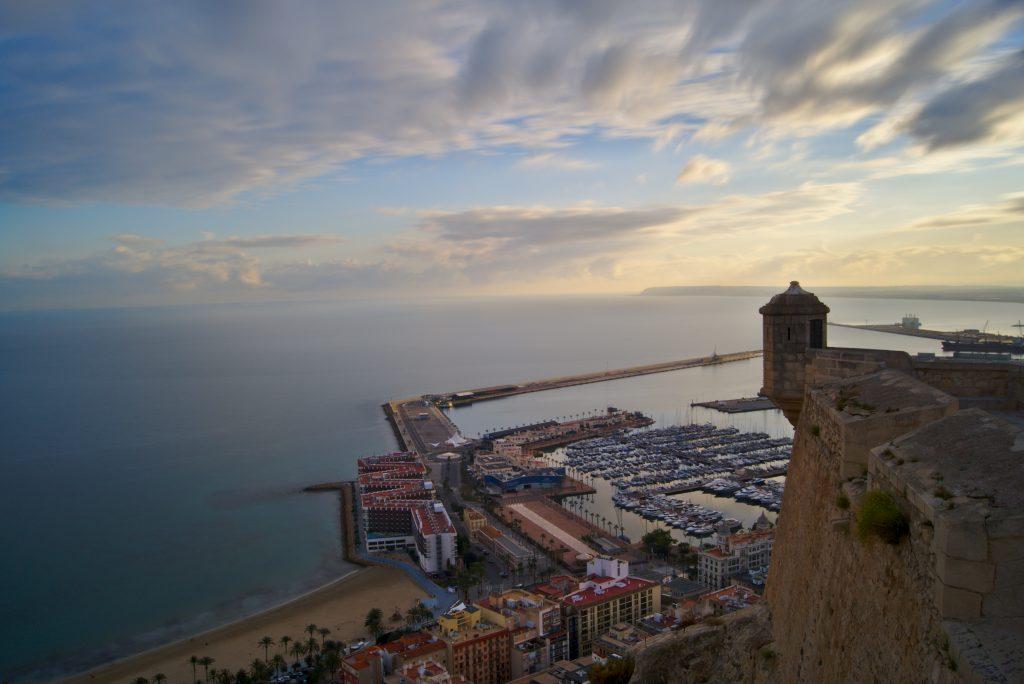 Weihnachten in Alicante Blick von der Burg auf die Stadt