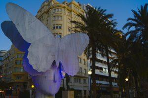 Alicante im Winter Statur auf der Explanada