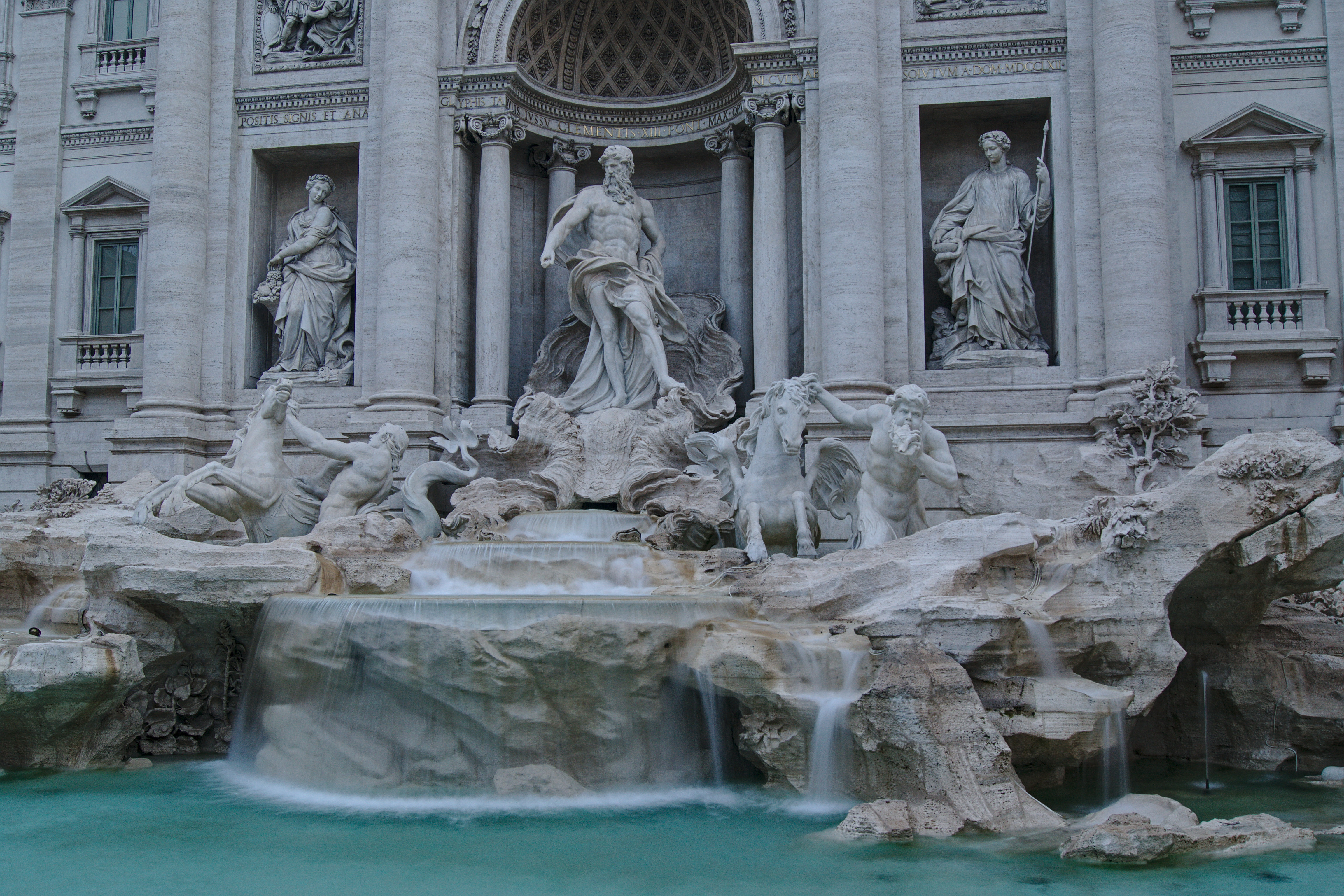 Geld im Trevi Brunnen Rom