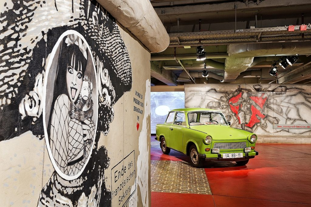 Foyer The Story of Berlin Trabi Mauer