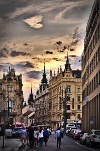 Prag mit Kindern, innenstadt mit herzwolke