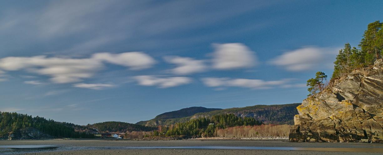Norwegische Fjordlandschaft Schulterblick