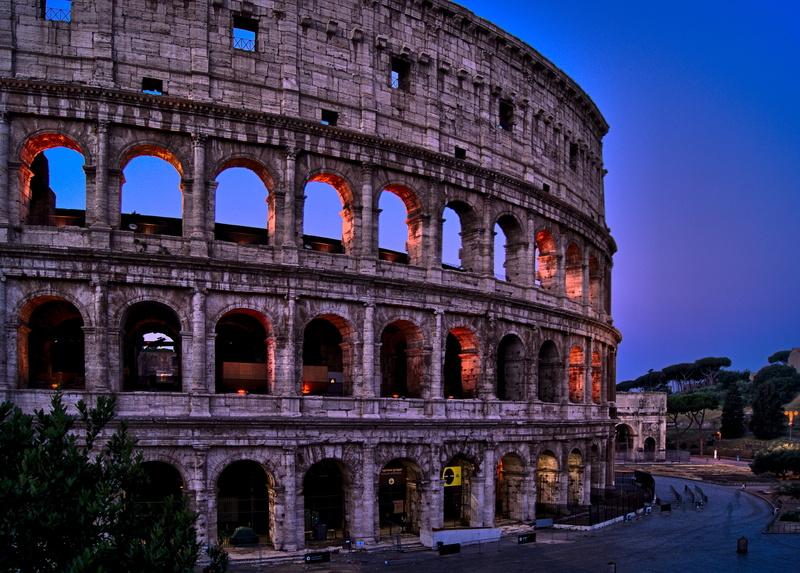 Komplementärfarben beim Kolosseum in Rom