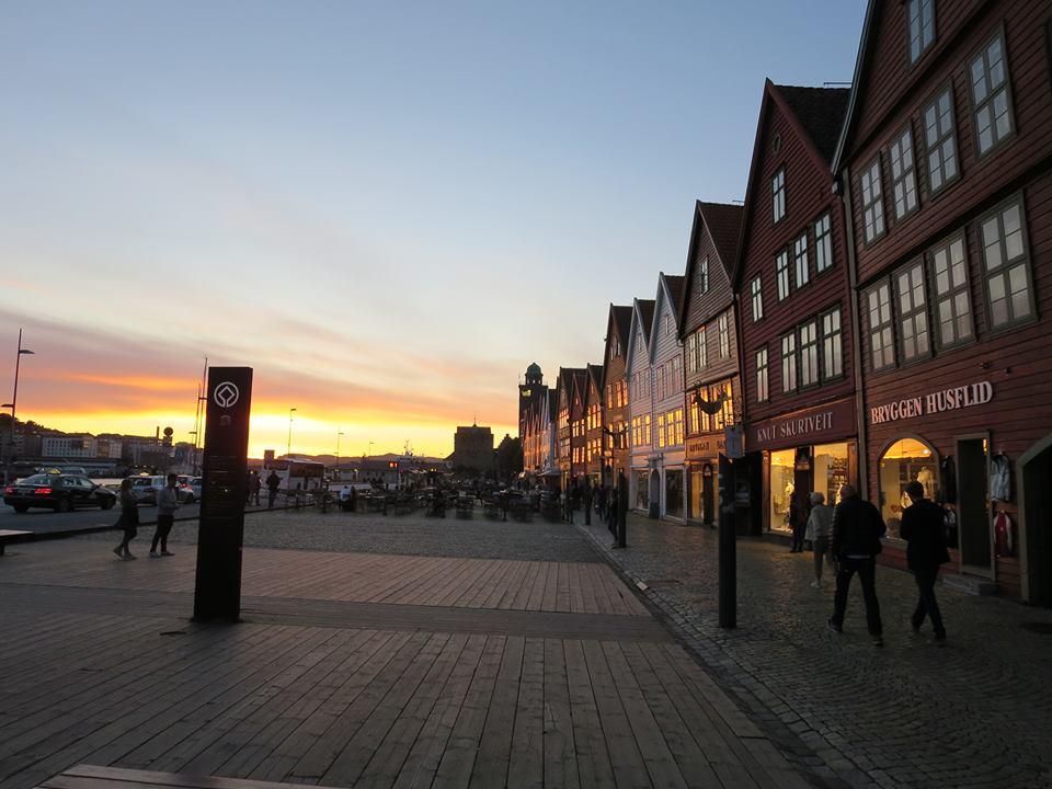Bryggen bergen im Sonnenuntergang meine lieblingsstadt