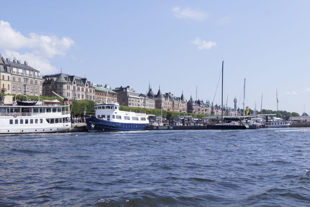 Stockholm mit Kindern vom wasser aus betrachtete