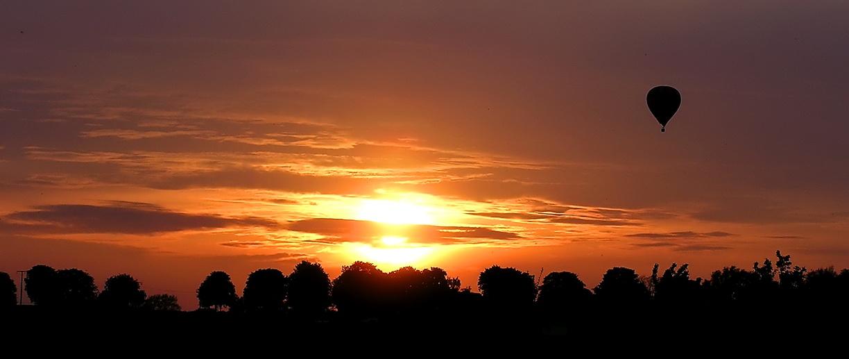 Ballonfahrt in den Sonnenuntergang