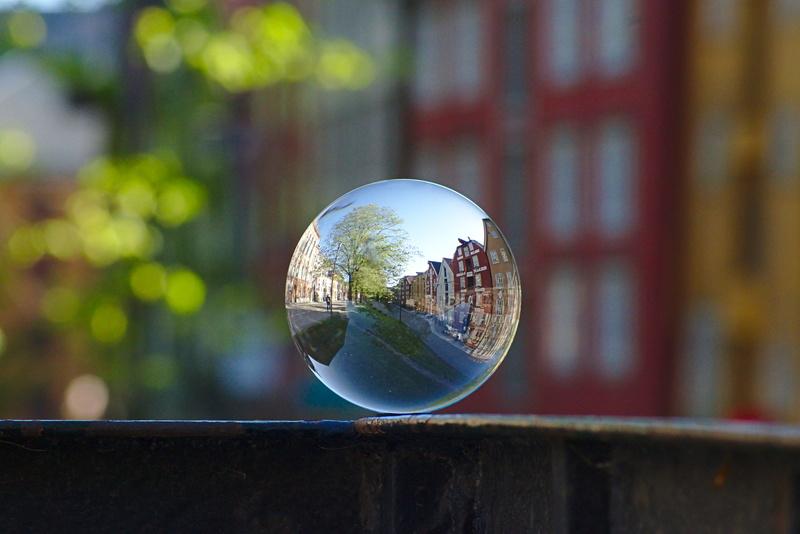 Glaskugel in trondheimer Altstadt