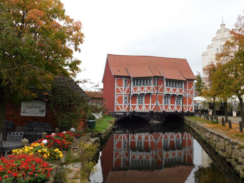 Gewölbe Wismar, Haus über wasserlauf Fachwerk