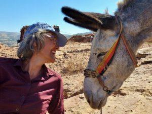 Frau und Esel in Petra Blogparade