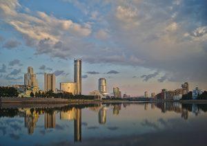 Jekaterinburg Hochhäuser spiegelung im Fluss isset