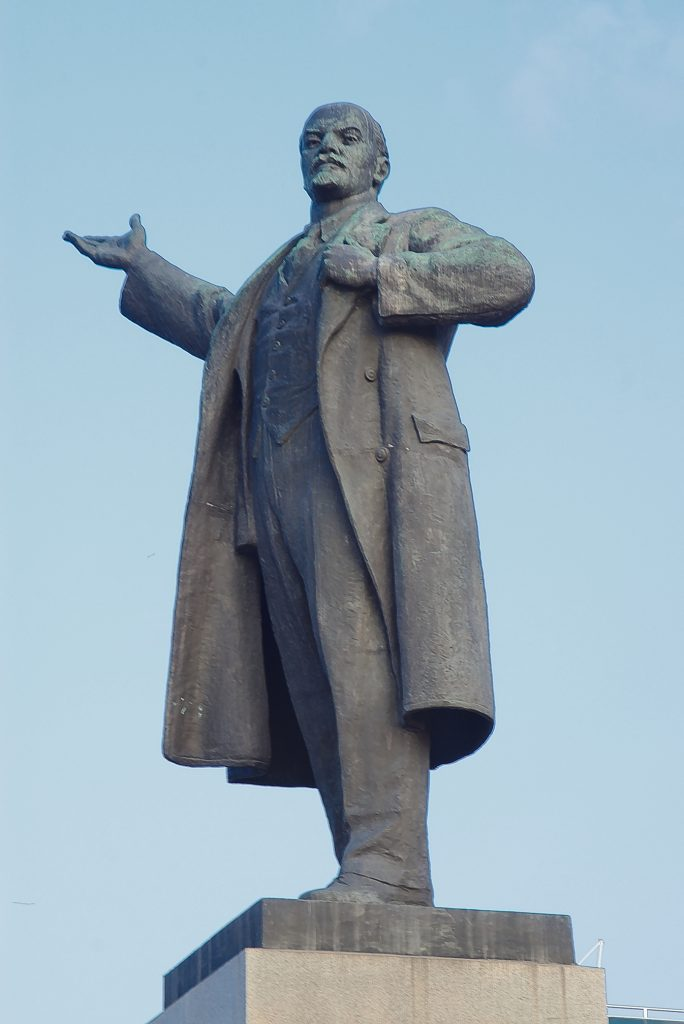 Wladimir Iljitsch Lenin in gewohnter Pose Jekaterinburg