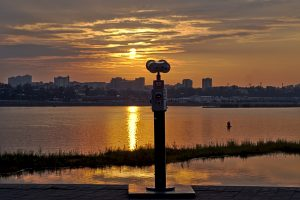 Sonnenuntergang über dem Angara in Irkutsk