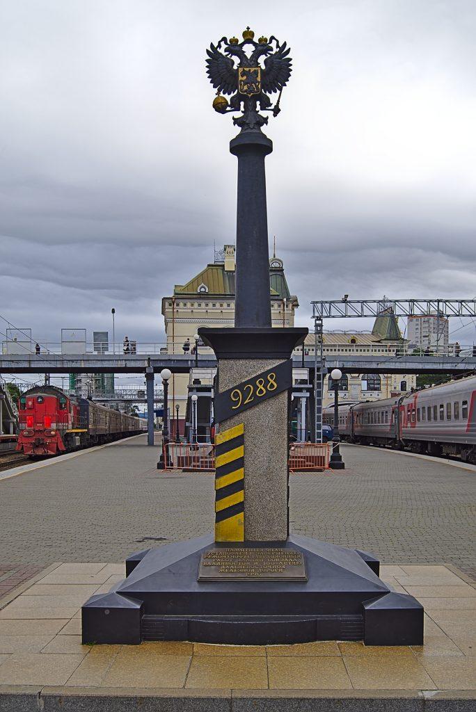 9288km Säule auf dem Bahnhof Wladiwostock transsibirische eisenbahn