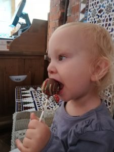 Geburtstagskuchen kakepops Kind 2.Geburtstag Reise mit kinder in der Transsibirischen Eisenbahn moskau