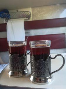 Teetassen in der Transsib Reise mit der transsibirischen eisenbahn