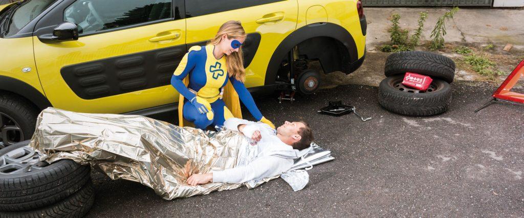 Erste Hilfe Tag Maus, VErletzter vor Auto