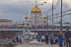 Moskau entdecken erlöserkirche Brücke Menschen