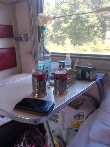 Tee Abteil in der transsibirischen Eisenbahn