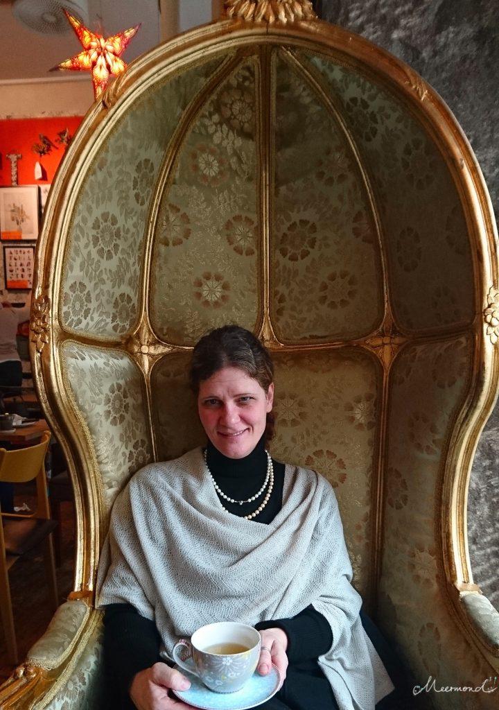 Marion meermond Frau sitzt im Sessel, aalborg