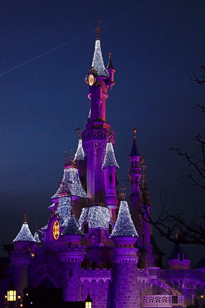 Disneyschloss Paris Abends