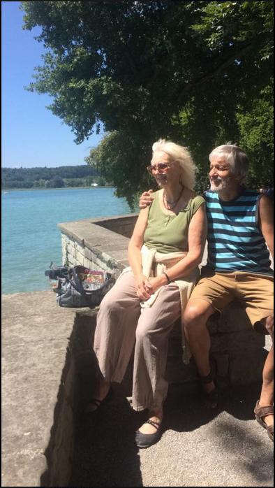 zurück nach Deutschland Paar mit Blick auf den Bodensee