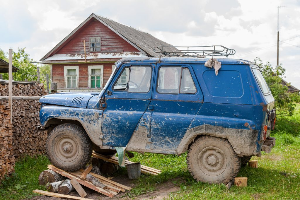 Schmutziges auto in Russland kurioses aus Russland