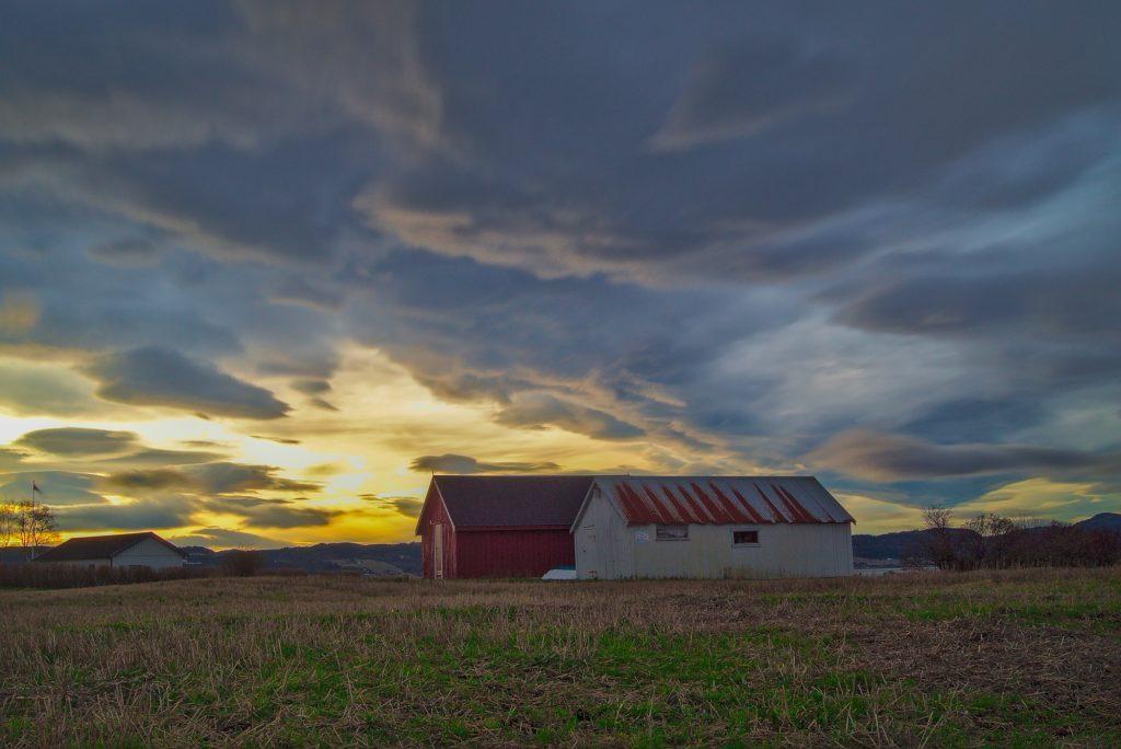 2 Häusermit wunderschönem Sonnenuntergang Norwegen Stjørdal