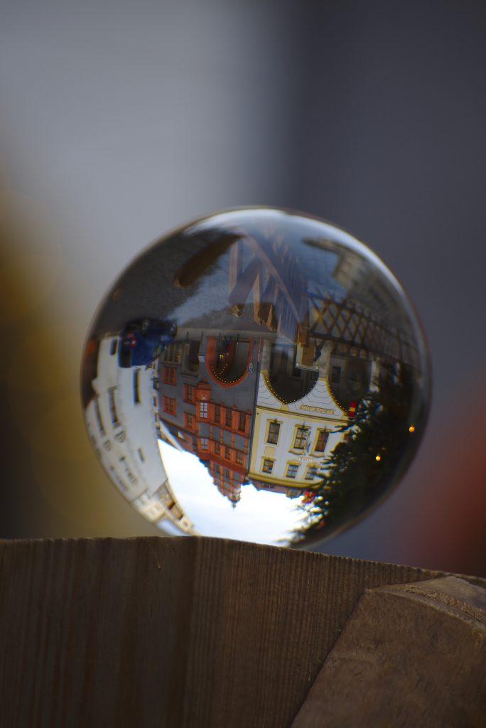 Görlitzer Altstadt in der Glaskugel fotografiert