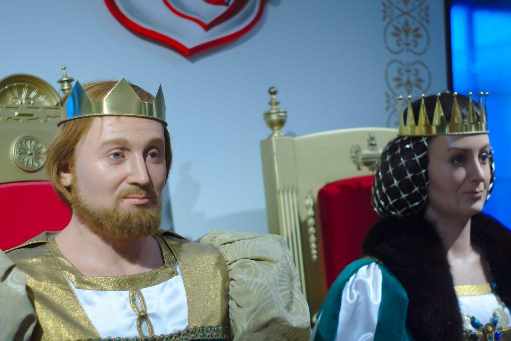 König und Königin Drei Haselnüsse für aschenbrödel Ausstellung schloss moritzburg