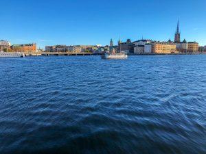 Stockholm Sicht vom Wasser mit Schiff Stockholm Schweden