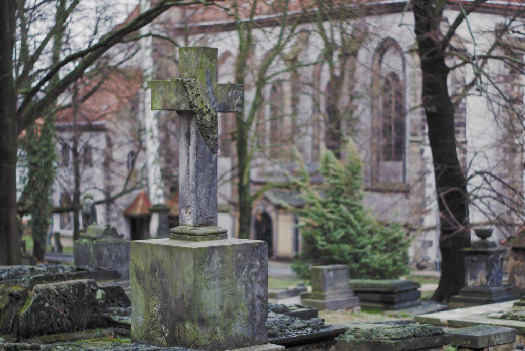 Ein sehr altes Grab auf dem alten Nikoleifriedhof in Görlitz