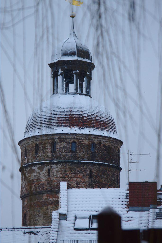 Schneebedeckter Nikolaiturm Görlitz Altstadtmillionen