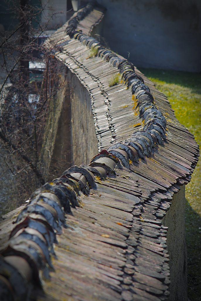 Geschwungene Mauer