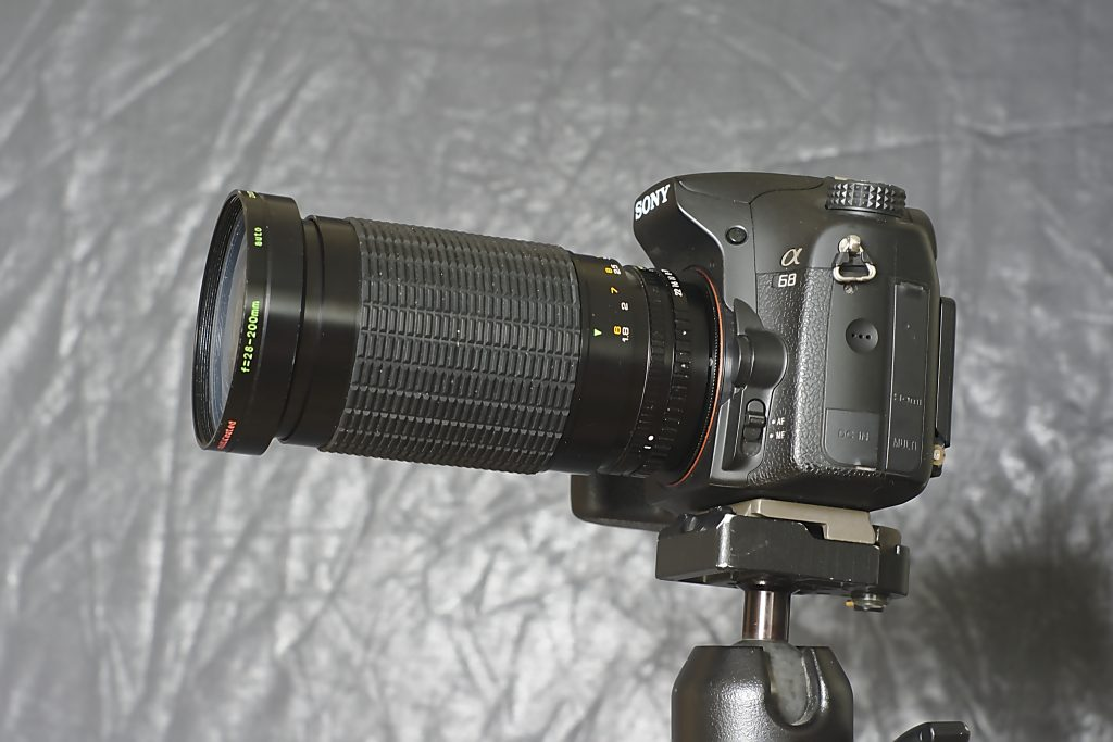 Das Maginon 28-200 an der Kamera