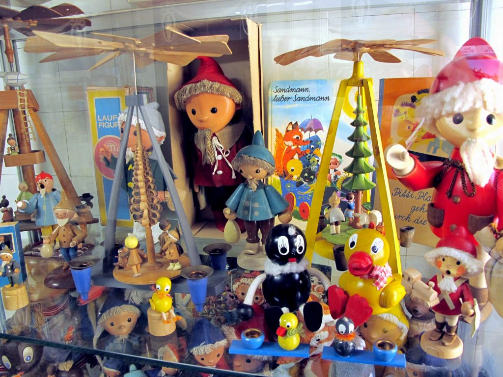 Spielzeugmuseum Görlitz mit Kindern, Ausstellungsvitrine