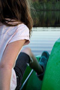 Mädchen fährt Tretboot residenz Putsnik Pestkownica Polen