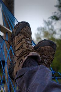 Schuhe in der Hängematte Polen Pestkownica Drawa