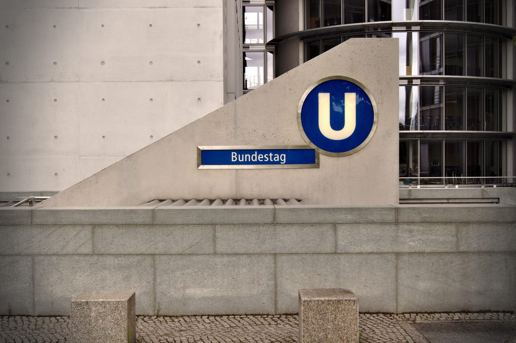 Bundestag U-Bahn Station BErlin Demokratie